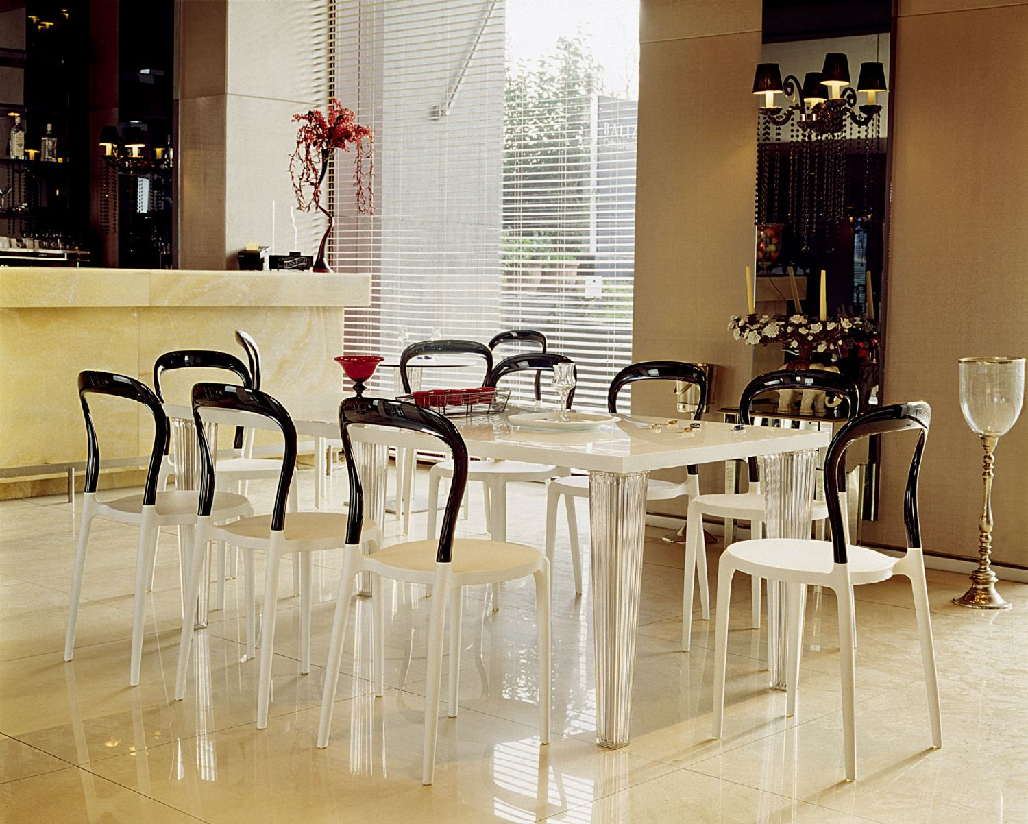 Mr Bobo Chair White with Transparent Back ISP056-WHI-TCL - 8