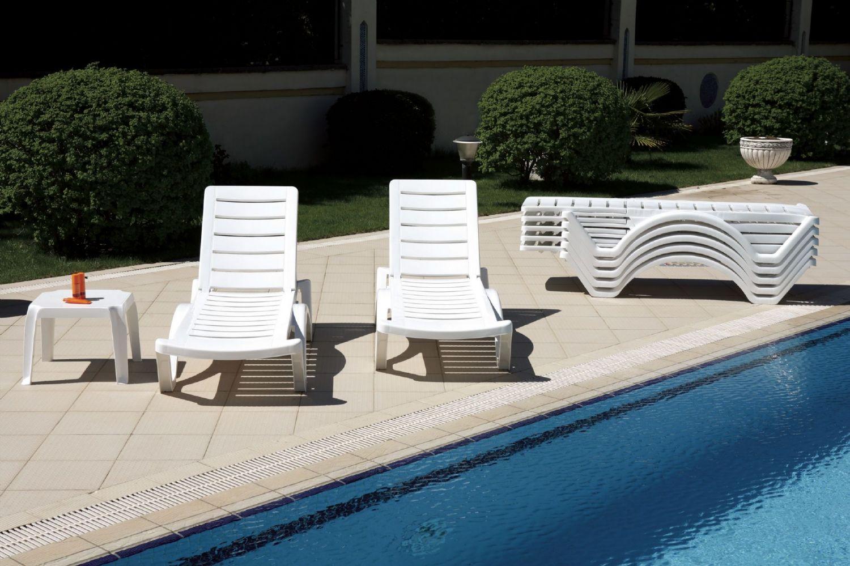 Compamia aqua pool chaise lounge isp076 whi for Aqua chaise lounge